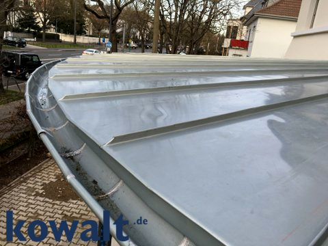 Dachvorbau aus Metall