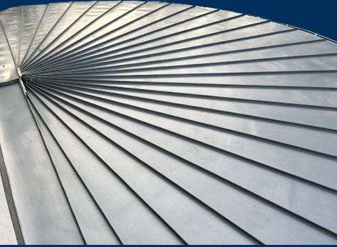 halbrundes Dach als Vorbau aus Metall