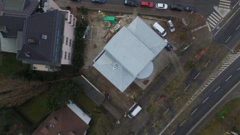 Neubau mit Metalldach